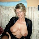Femme infidèle et perverse veut baiser avec un jeune mec sur le 75 en journée