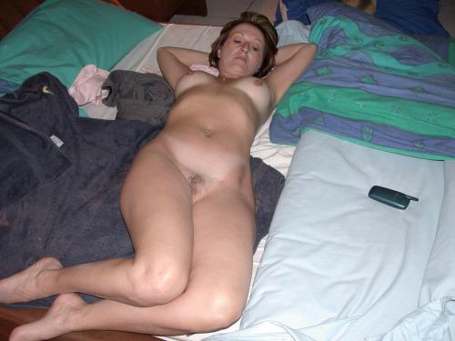 mère au fouyer du 74 veut découvrir le sexe anal